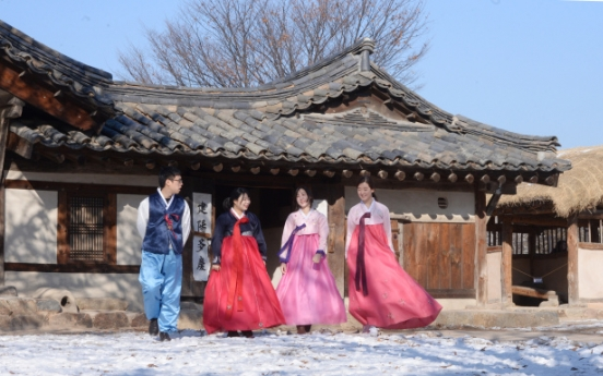 [Weekender] Koreans spend century standing by Lunar New Year