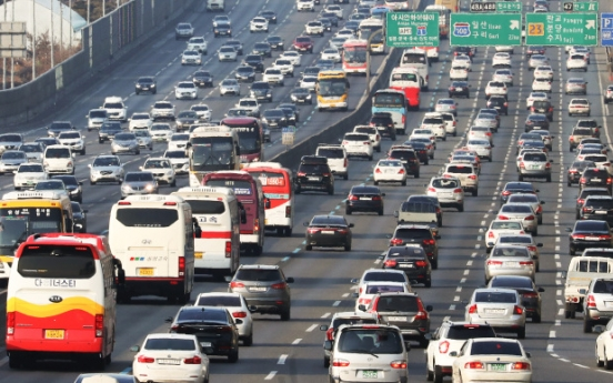 Highways clogged on last day of Lunar New Year holiday