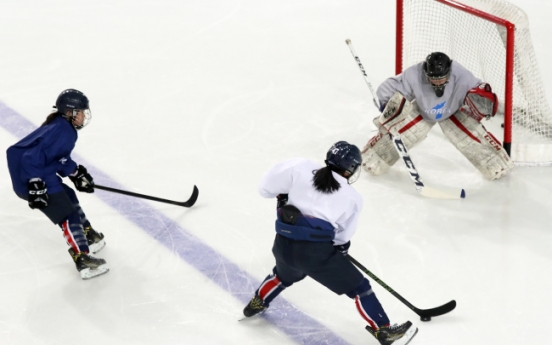 [PyeongChang 2018] 3 N. Koreans dress for joint hockey team's classification match