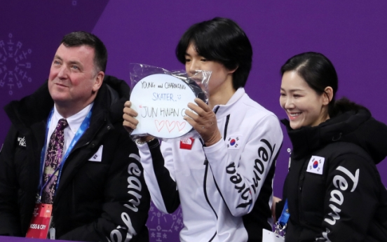 [PyeongChang 2018] Figure skating coach Brian Orser wears 3 outfits, sees 2 medals in one match