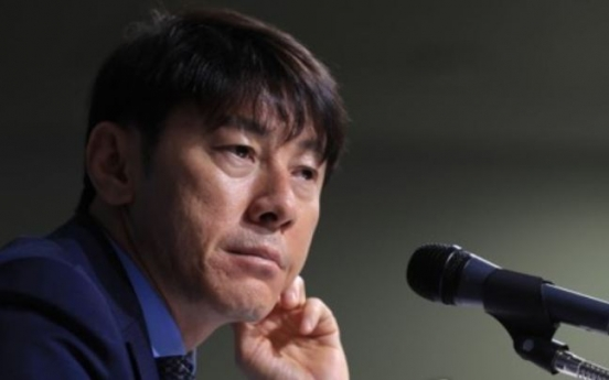 Coach Shin defends picking 5 defenders from one club for pre-World Cup matches