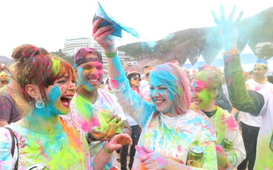 [Photo News] Holi Hai brings first colors of spring to Geoje