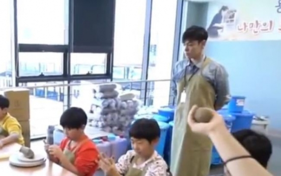 T.O.P holds arts and crafts class for children: video