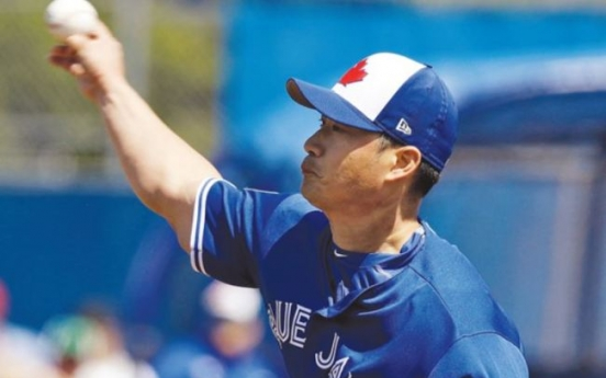 Oh Seung-hwan earns 1st save for Blue Jays