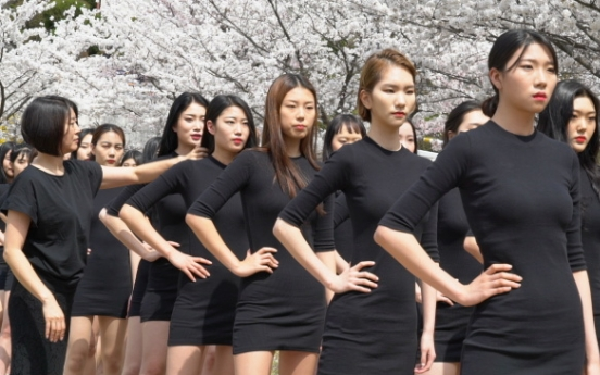 [Video] 77 student models strut down catwalk 'cherry blossom way'
