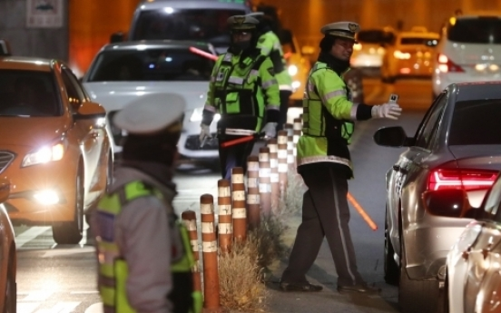 Policeman falls asleep on the road after suspected DUI