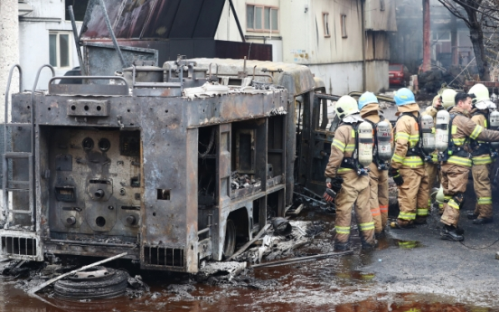 Massive fire sets Incheon chemical recyling plant ablaze
