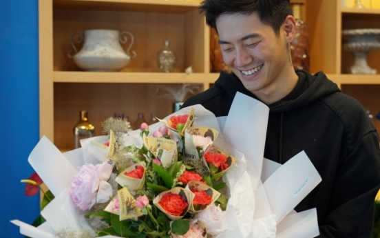[Video] Male florist describes 'flair' for flowers