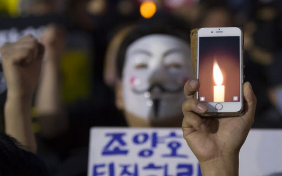 Korean Air employees hold candlelight vigil against controlling family