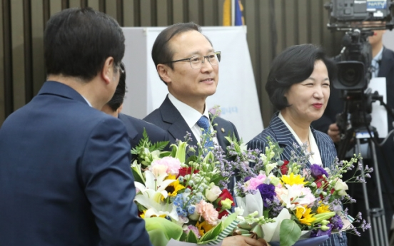 Ruling party elects Hong Young-pyo as new floor leader