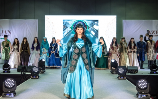 Azerbaijan illuminates catwalk with national costumes
