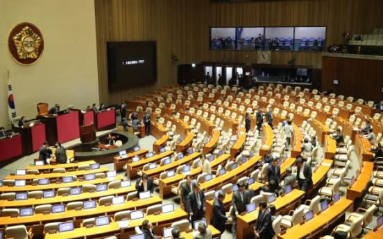 [Newsmaker] Opposition scuttles Moon's Constitution amendment plan