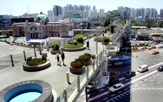 [Newsmaker] Seoul's pedestrian overpass gets mixed reactions one year on
