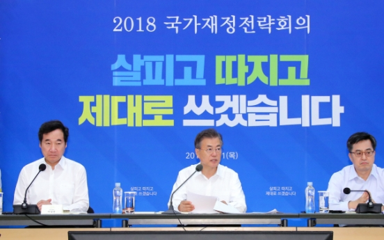 Moon calls for fiscal expansion to respond to slow growth, polarization