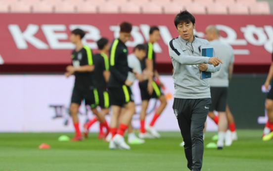 S. Korea to test back three in World Cup tune-up vs. Bosnia and Herzegovina: coach