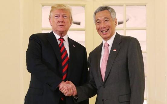 [Photo News] Trump meets Singapore's PM ahead of US-NK summit