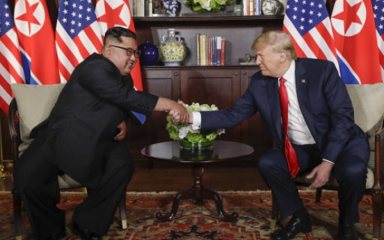 [US-NK Summit] Trump, Kim shakes hands, enter talks