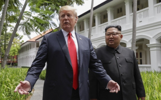 [US-NK Summit] Trump, Kim take stroll after working lunch: report