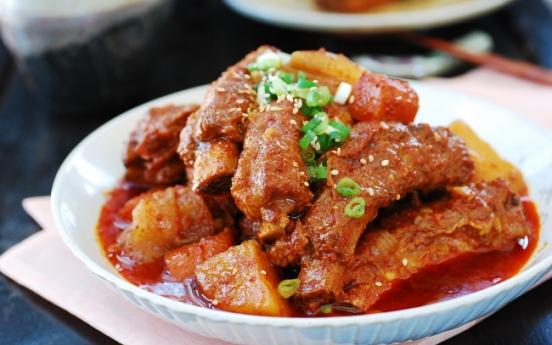 [Home Cooking] Slow cooker spicy braised pork ribs (maeun dweji galbijjim)