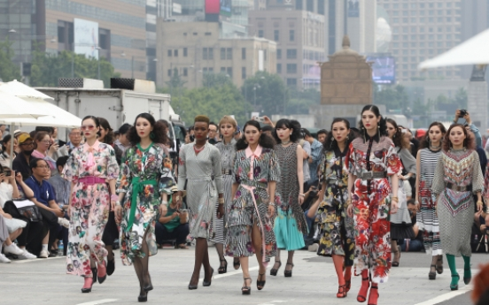 [Photo News] Models strut down central Seoul to mark 'carless street day'