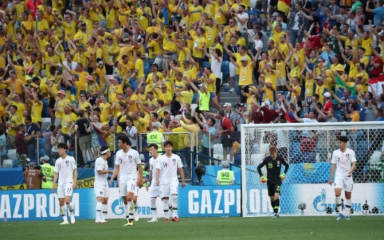 [World Cup] With stadium dominantly yellow, S. Korean supporters show their energy