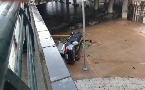 1 injured after car falls off Gosanja bridge into stream