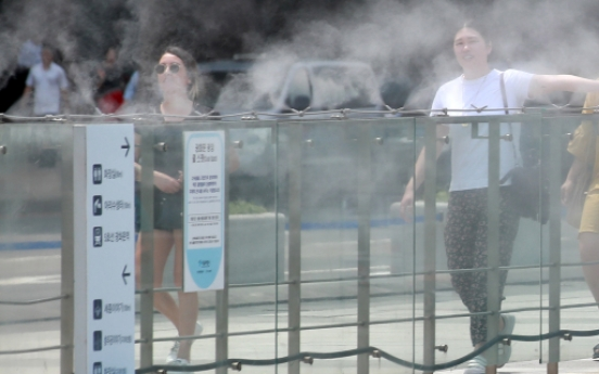 [Trending] People vent frustration over hot, humid weather