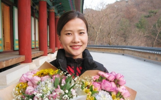 Korea's 'Garlic Girl' curling champion marries skating coach