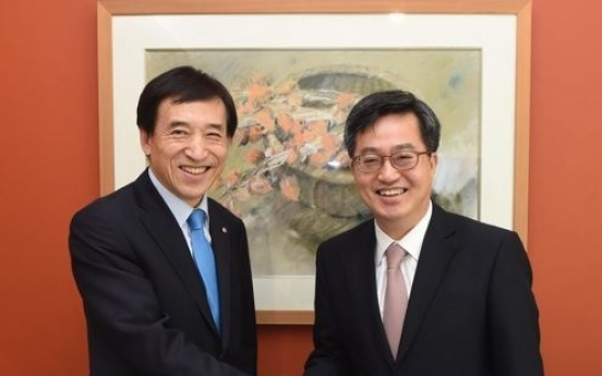 Finance minister, BOK chief to meet over economic conditions