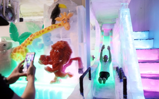 [Photo News] Feeling the heat? Stay cool at Hongdae's Ice Museum