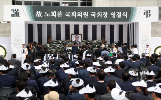 Liberal icon Roh Hoe-chan laid to rest