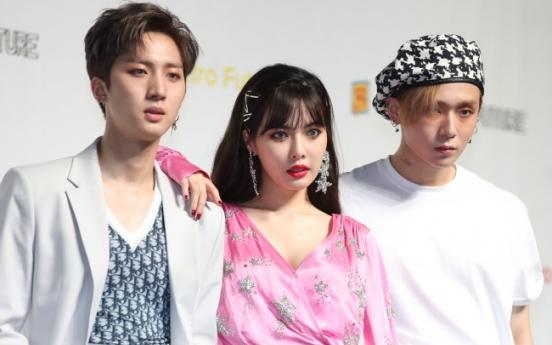 Agency denies snowballing rumors of HyunA dating E'Dawn