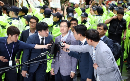 Gov. Kim grilled over allegations of colluding with Druking