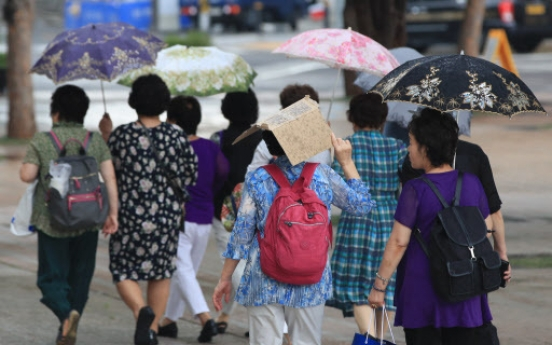 [Weather] Sweltering weather to continue amid sporadic rain