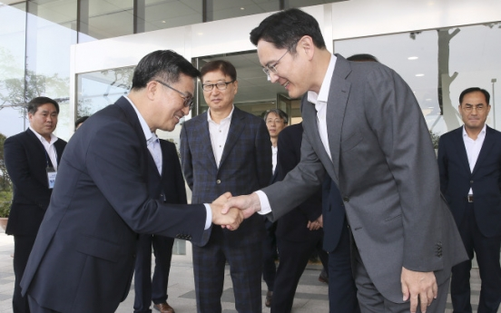 Minister calls on Samsung to improve governance, support in job creation