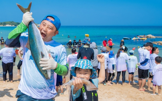 [Photo News] Cities hold squid festivals to beat scorching heat