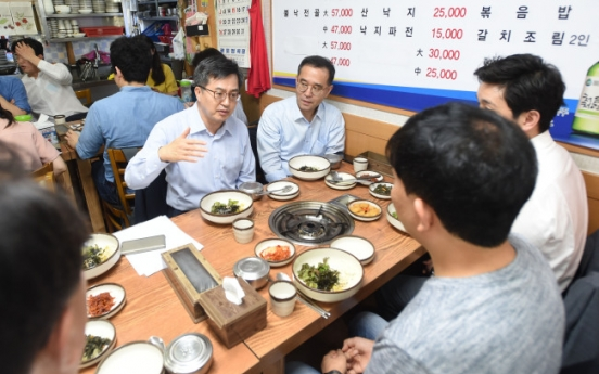 Record number of Koreans forced to leave bar, restaurant jobs