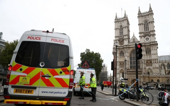 Suspected terror attack injures pedestrians outside UK parliament