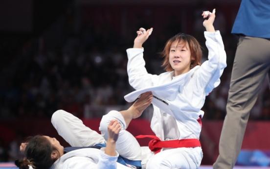 Sung Ki-ra wins ju-jitsu gold medal