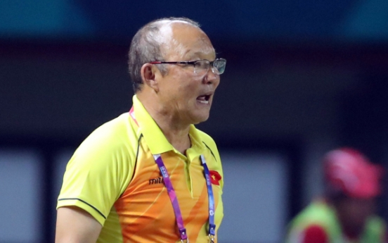Football coach in awkward position as Vietnam face his home country in semis