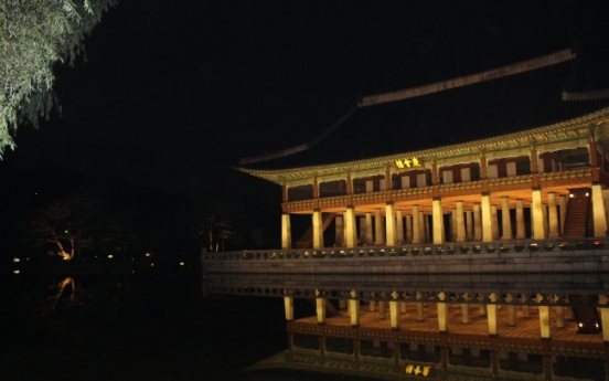 Gyeongbokgung tour reenacts typical night inside Joseon palace