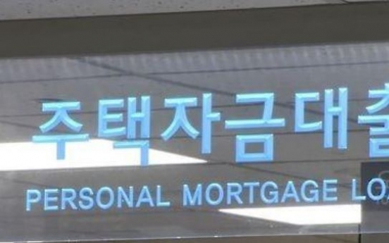 Households piling up heavy debts: data