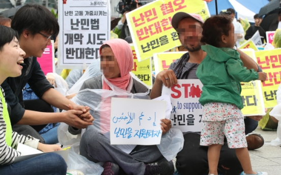 [From the Scene] Contrasting rallies on Refugee Act in Seoul