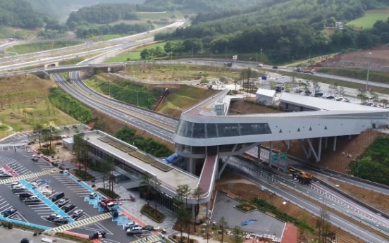 Expressway rest stops to provide drive-through, mobile preorder services