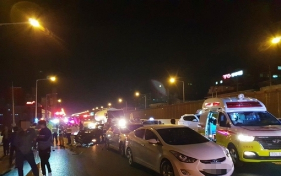 1 dead, 3 injured in multiple-vehicle collision on Gyeongin Expressway