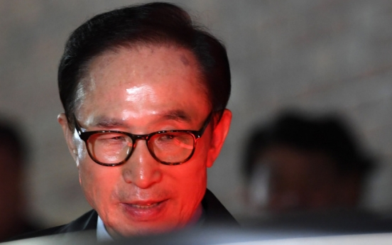 [Feature] Did South Korean ex-president suffer 'money disorders'?