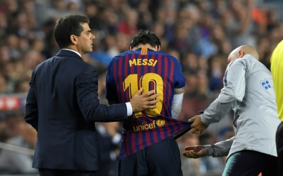 Messi to miss three weeks after fracturing right arm