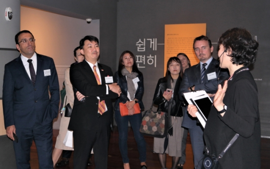 Ambassadors discuss merits of Hangeul