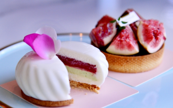 Intricate French-style desserts at L'Aubenuit