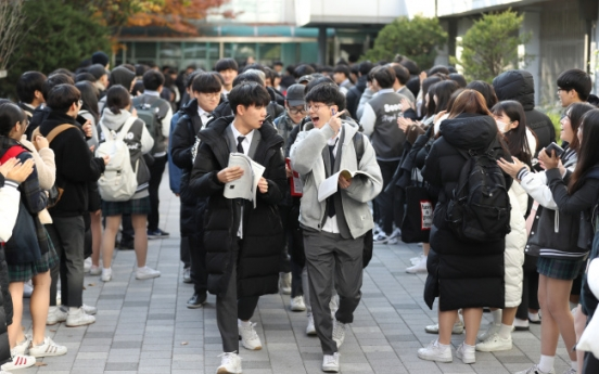 [Photo News] Koreans rally behind senior students before college entrance exam